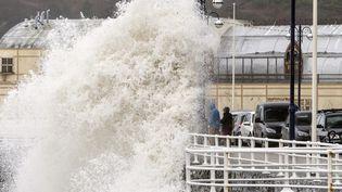 """Le passage de la tempête """"Dirk"""" àAberystwyth au Royaule-Uni, le 23 décembre 2013. (  MAXPPP)"""