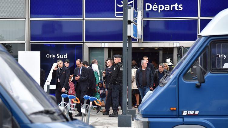 L'aéroport d'Orly-sud (Val-de-Marne) a été évacué à la suite d'une attaque, le 18 mars 2017. (MUSTAFA YALCIN / ANADOLU AGENCY / AFP)