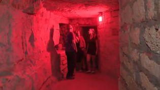 Sous l'hôpital Cochin à Paris, 20 mètres sous terre, France 3 vous emmène à la découverte d'une carrière médiévale extrêmement bien conservée. (FRANCE 3)