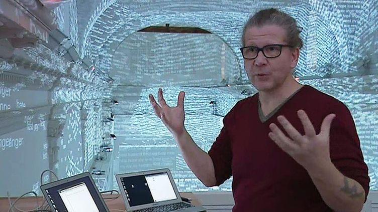 """Charles Sandison à Aubagne : """"Je suis ici pour explorer l'invisible et donner aux visiteurs une paire de lunettes magiques""""."""