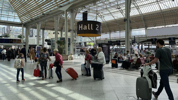 Le hall 2 de la gare de Lyon, le 30 avril 2019. (JULIEN PASQUALINI / FRANCEINFO)