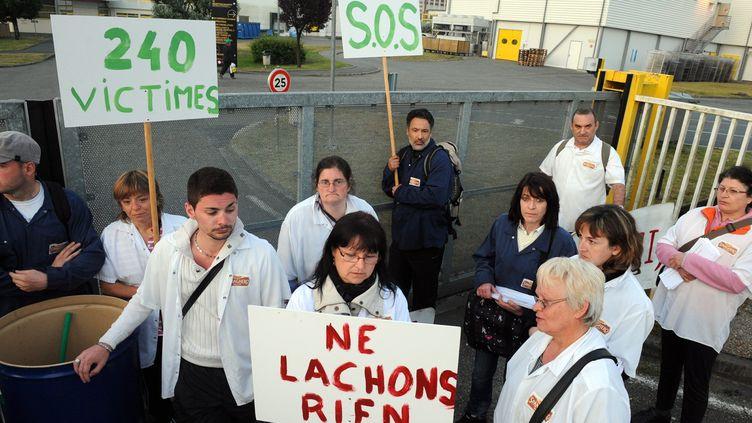 Des salariés de Spanghero bloquent une usine du groupe Lur Berri,à Saint-Geours-de Maremnes (Landes), le 6 juin 2013. (MAXPPP)