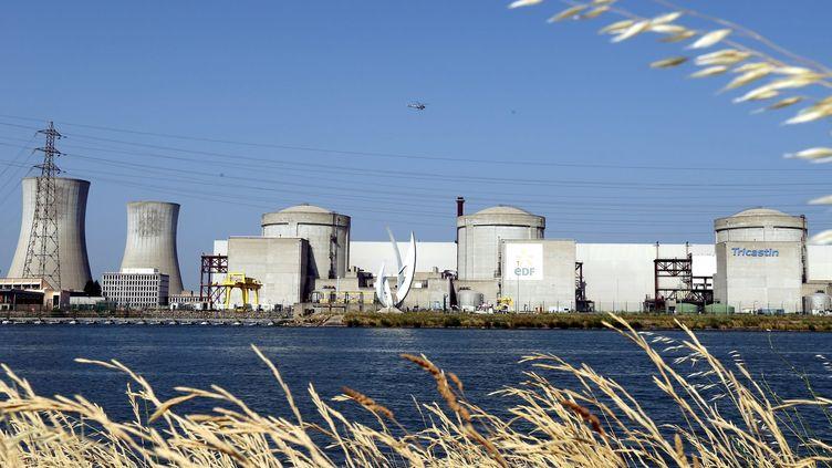 La centrale nucléaire du Tricastin (Drôme), le 15 juillet 2013. (STÉPHANE MARC / MAXPPP)