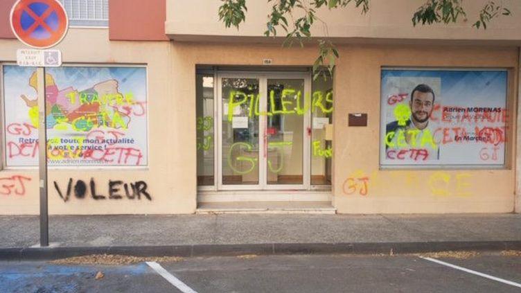 Plusieurs permamences parlementaires ont été vandalisées ces dernières semaines, comme celle du député LREM du Vaucluse Adrien Morenas. (MAXPPP)