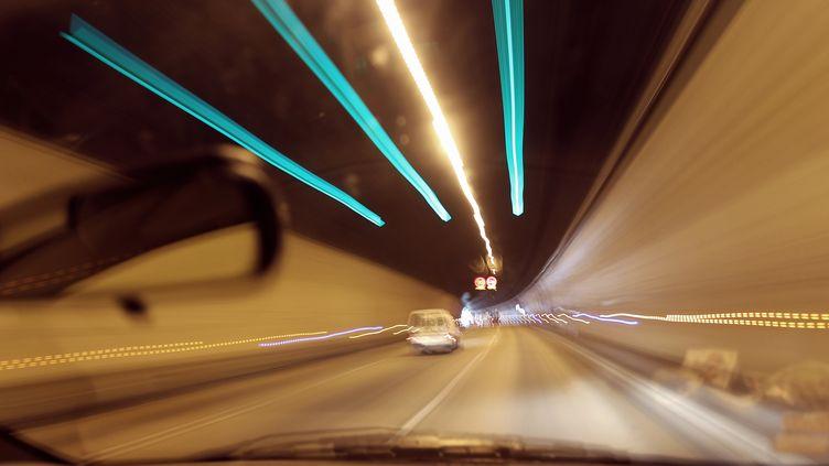 """D'après l'enquête du magazine """"Auto Plus"""", les équipements de sécurité dans les tunnels ne sont pas toujours opérationnels. (VALERY HACHE / AFP)"""