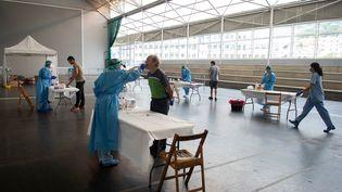 Dans un centre de dépistage àAzpeitia, en Espagne, le 15 août 2020. (ANDER GILLENEA / AFP)
