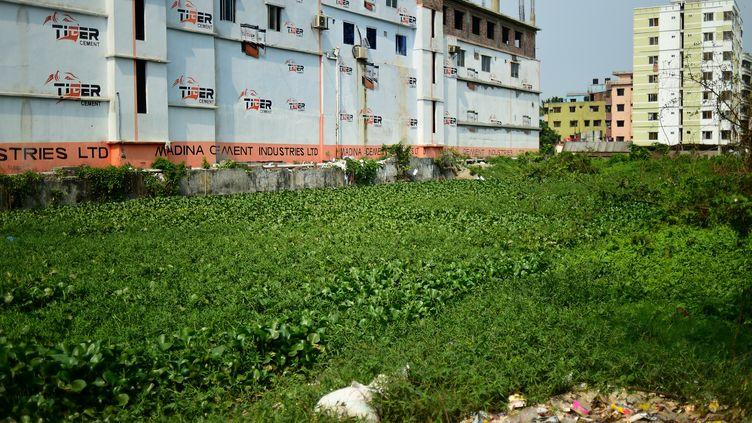 Le site où se trouvait le Rana Plaza à Savar au Bangladesh, le 17 avril 2018. (MUNIR UZ ZAMAN / AFP)