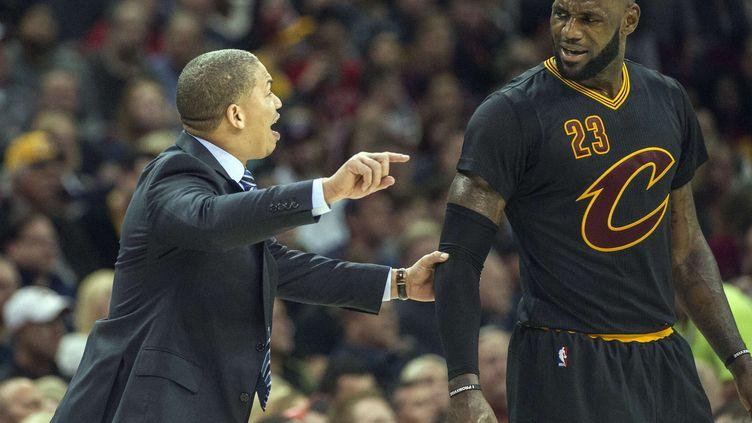 Tyron Lue et LeBron James n'ont pas trouvé la solution face à Atlanta (PHIL LONG/AP/SIPA / AP)