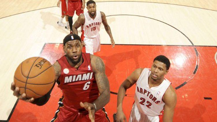 LeBron James à l'attaque du cercle des RaPtors