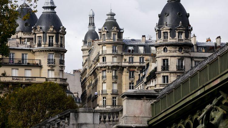 Immeubles haussmanniens du 16e arrondissement du quartier de Passy, à Paris. (VINCENT ISORE / MAXPPP)