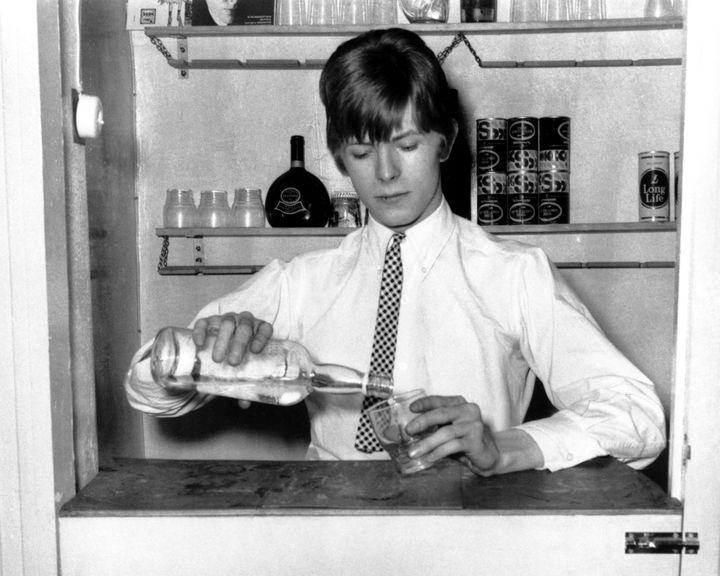 David Bowie en 1966, à l'âge de 19 ans, lors d'une session photo à Londres.  (Michael Ochs Archives)