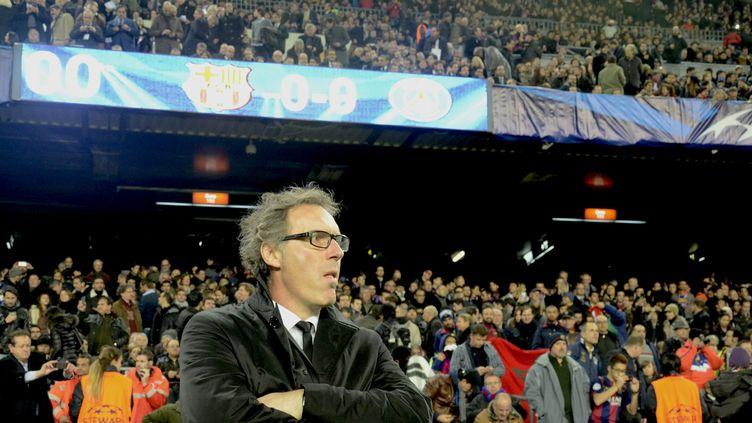 Laurent Blanc, alors entraîneur du PSG, devant les tribunes du Camp Nou ( BAGU BLANCO / BAGU BLANCO)