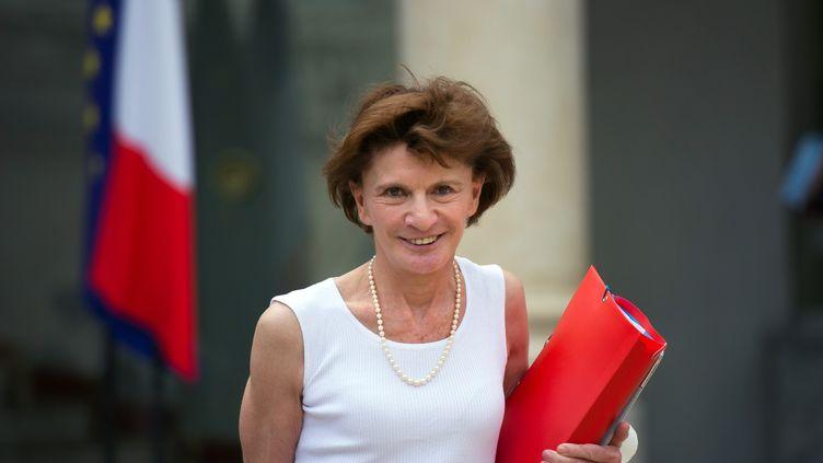 Michèle Delaunay, ministre déléguée aux personnes âgées et à l'autonomie, dans la cour du palais de l'Elysée, à Paris,le 1er août 2012. (BERTRAND LANGLOIS / AFP)