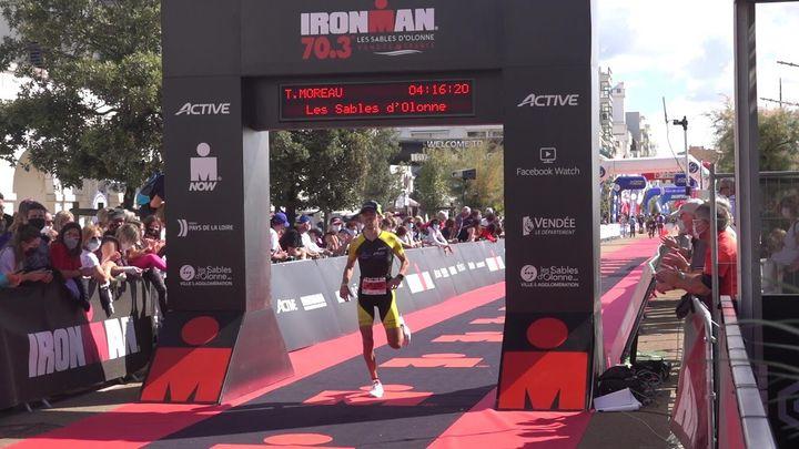 Théo Moreau à l'arrivée de l'Ironman 70.3 des Sables d'Olonne