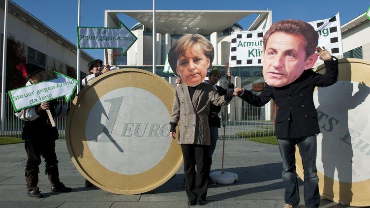 Des manifestants appellent l'Allemagne et la France à dépenser plus pour lutter contre la pauvreté et protéger l'environnement plutôt que pour les banques, le 21 octobre 2011 àBerlin (Allemagne). (JOHN MACDOUGALL/AFP)