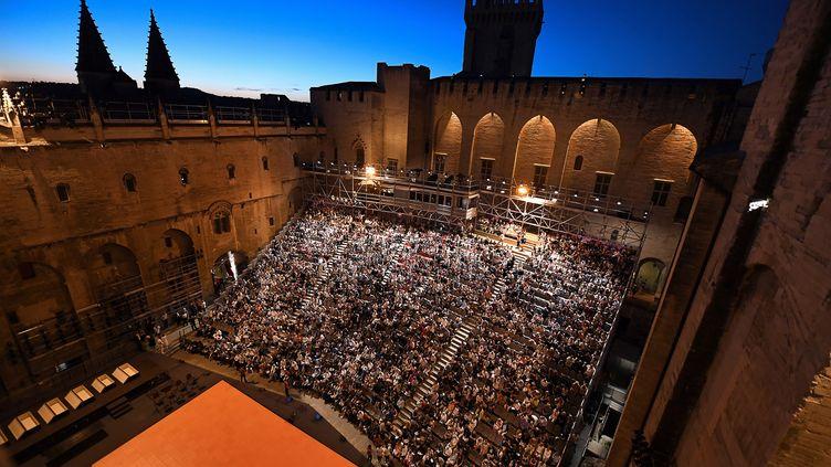 La Cour d'honneur du Palais des papes, haut lieu du Festival d'Avignon (ici en 2016). (BORIS HORVAT / AFP)