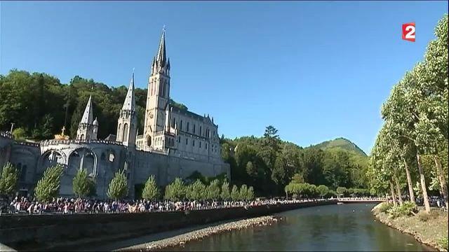 À Lourdes, des prières pour la France