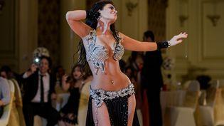La danseuse du ventre marocaine Maya Dbaich lors d'un mariage au Caire, le 31 juillet 2014. (AMIR MAKAR / AFP)