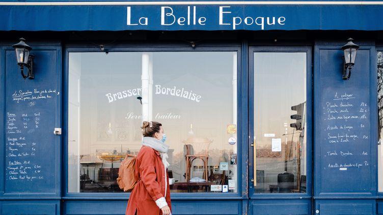 Un bar-restaurant à Bordeaux (Gironde), fermé en raison du confinement, le 25novembre 2020. (VALENTINO BELLONI / HANS LUCAS / AFP)