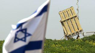 Un batterie de missile est déployée à Ashdod (Israël), le11 mars 2012. (JACK GUEZ / AFP)