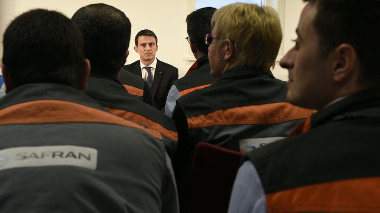 Le Premier ministre Manuel Valls, le 21 mars 2016 à l'usine Safran-Albany de Commercy (Meuse). (JEAN-CHRISTOPHE VERHAEGEN / AFP)