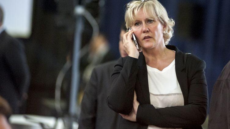 Nadine Morano discute au téléphone lors du congrès fondateur des Républicains, le 30 mai 2015, à Paris. (CITIZENSIDE / YANN KORBI / AFP)