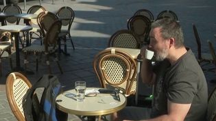 Déconfinement : le bonheur des clients de retour en terrasse (FRANCE 3)