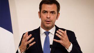 Le ministre de la Santé, Olivier Véran, lors d'une conférence de presse à Matignon sur l'épidémie de Covid-19, le 22 octobre 2020 à Paris. (LUDOVIC MARIN / POOL / AFP)