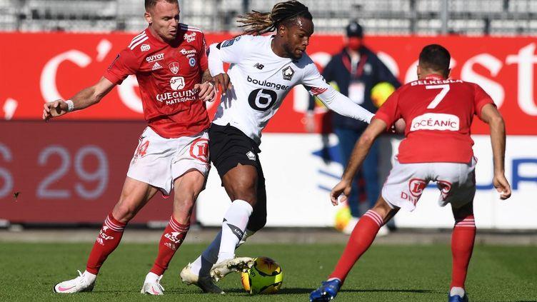 Renato Sanches et ses partenaires concèdent leur première défaite de la saison, à Brest. (FRED TANNEAU / AFP)