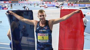 Kévin Mayer célèbre sa médaille d'or aux championnats d'Europe Indoor à Torun, le 7 mars 2021. (JEAN-MARIE HERVIO / KMSP)