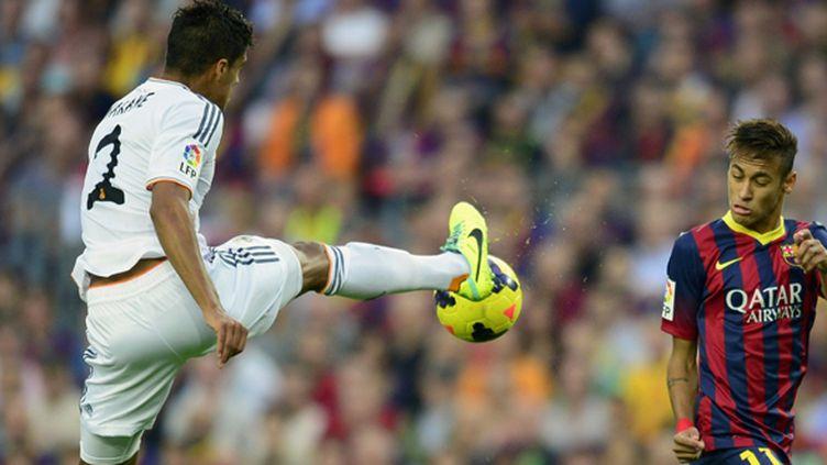 Varane aux prises avec Neymar (JAVIER SORIANO / AFP)