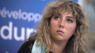La porte-parole de Surfrider Foundation Europe, Antidia Citore, assiste à une conférence de presse le 3 juillet 2014 au ministère de l'Écologie, à Paris, dans le cadre de la Journée internationale sans sacs plastiques. (JOEL SAGET / AFP)