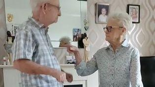 Joseph et Sylvia, 88 et 82 ans à Doncaster (Grande-Bretagne) dansent sur TikTok. (CAPTURE D'ECRAN TIKTOK)