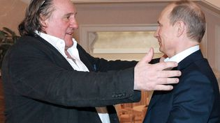 L'acteur français Gérard Depardieu et le président russe, Vladimir Poutine, le 5 janvier 2013, à Sotchi (Russie). (MIKHAIL KLIMENTYEV / RIA-NOVOSTI / AFP)