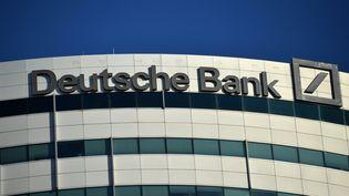 Un batiment de la Deutsche Bank. (EMMANUEL DUNAND / AFP)