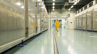 Une photo distribuée par l'Organisation iranienne de l'énergie atomique le 6 novembre 2019 montre l'intérieur d'une installation d'enrichissement de l'uranium dans le nord du pays. Photo d'illustration. (HO / ATOMIC ENERGY ORGANIZATION OF IRAN / AFP)