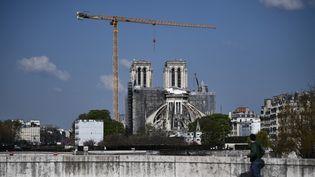 La cathédrale Notre-Dame de Paris est en chantier, le 14 avril 2021. (ANNE-CHRISTINE POUJOULAT / AFP)