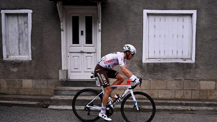 Benoît Cosnefroy, ici lors de la 16e étape du dernier Tour de France, a remporté la Bretagne Classic Ouest-France dimanche 29 août. (ANNE-CHRISTINE POUJOULAT / AFP)