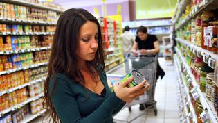 Une jeune femme dans un supermarché à Montpellier (illustration). (MAXPPP)
