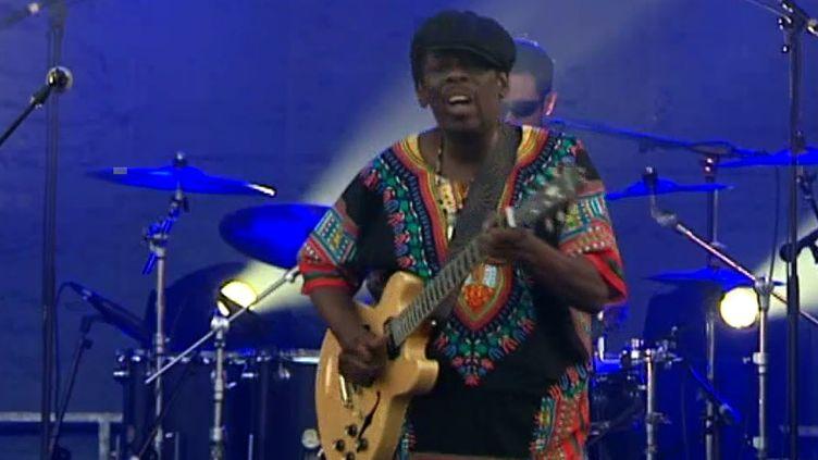 Lucky Peterson sur la scène de Jazz à Vannes  (France 3 / Culturebox)