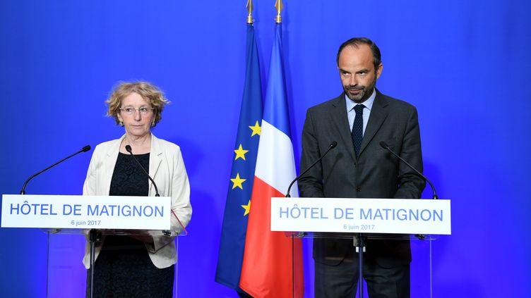 La ministre du Travail, Muriel Penicaud, et le Premier ministre, Edouard Philippe, lors d'une conférence de presse sur la réforme du Code du travail, le 6 juin 2016. (ALAIN JOCARD / AFP)