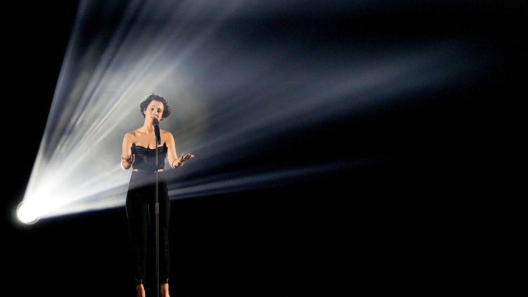 Barbara Pravi sur la scène de l'Eurovision à l'occasion de la répétition générale, à Rotterdam (Pays-Bas), le 21 mai 2021. (SANDER KONING / ANP MAG / AFP)