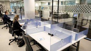 Un flex office à Amsterdam, aux Pays-Bas, pendant l'épidémie de Covid-19, le 20 avril 2020. (SEM VAN DER WAL / EPA/ANP)
