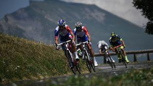 Les cyclistes durant l'ascension du col de Bisanne, lors de la 11e étape du 105e Tour de France, entre Albertville et La Rosière (Savoie), le 18 juillet 2018. (JEFF PACHOUD / AFP)
