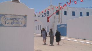 Comme chaque année, la communauté juive se rend sur l'île de Djerba en Tunisie pour le pèlerinage de la Ghriba. Cette année, le pèlerinage coïncide avec le mois du Ramadan. (France 24)