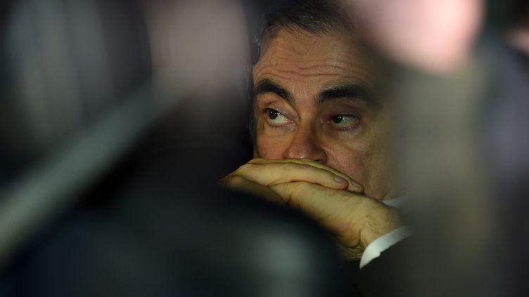 Carlos Ghosn quittant le bureau de ses avocats, le 6 mars 2019 à Tokyo (Japon). (KAZUHIRO NOGI / AFP)