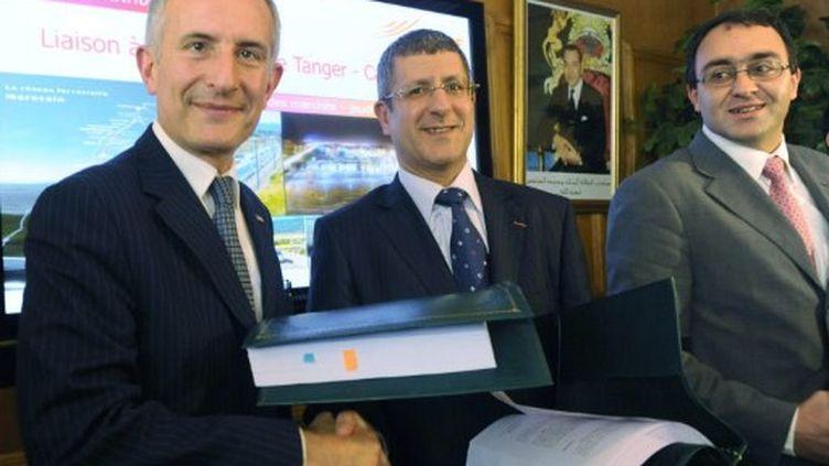Guillaume Pépy (PDG SNCF) et Mohamed Khlie (Rail marocain), en 2009, signaient un contrat de 70 millions d'euros. (ABDELHAK SENNA / AFP)
