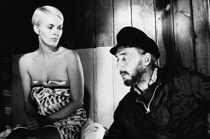 Jean Seberg et Romain Gary en 1960 sur un plateau de cinéma de Boulogne-Billancourt