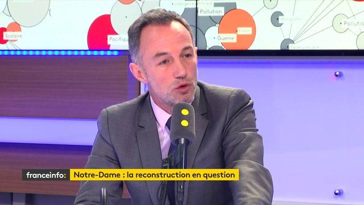 """Emmanuel Grégoire, premier adjoint (PS) à la Maire de Paris, invité du """"8h30 Cadet-Dély"""", mardi 16 avril 2019. (FRANCEINFO / RADIOFRANCE)"""