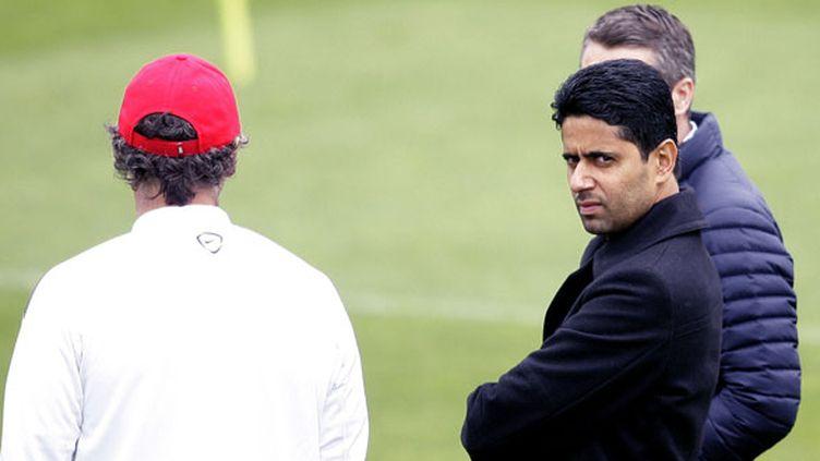 Le président du PSG Nasser Al-Khelaïfi à côté de son entraîneur, Laurent Blanc